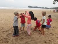 Förskolan lek på strand 3