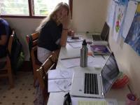 Åk 6-9 Trang jobbar i klassrummet bild 2