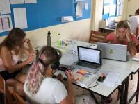 Åk 6-9 Trang jobbar i klassrummet