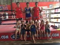 Tao provar på thaiboxning