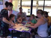 Tillsammans med föräldrar skapar barnklubben elefanter