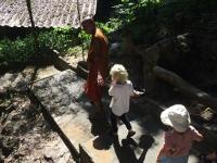 Chang fick en rundvisning där munkarna bor.