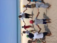 Leker ballongen på stranden