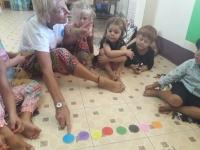 Looma lär sig de thailändska färgerna