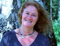 Lola Holmstedt är rektor med ansvar för skolan på Koh Lanta. Hon är en sportig och MC-åkande Norrköpingstjej med många års erfarenhet av läraryrket, handledar- och ledaruppdrag i grundskolan. Hon är en energisk, positiv och stabil person, som dessutom tidigare har hunnit med att jobba tre säsonger som lärare på Sanuk.
