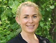 """Nathalie Andersson är en teamspelare från Göteborg. Hon är lösningsfokuserad och är bra på att få med sig andra på """"tåget"""" när nya och utmanande saker dyker upp. Hon ser """"hela"""" barnet och har fokus på att bygga en jagkänsla hos varje individ och ser till att alla är delaktiga. Hon är ständigt närvarande och intresserad av varje människa. Humor och lite bus främjar utveckling och lärande anser hon, Nathalie ska arbeta hos oss på förskolan hela läsåret."""