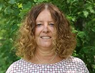 Susanne Eliasson från Östersund är en drivande och målinriktad pedagog som älskar nya utmaningar. Hon brinner för att barnen ska vara kreativa och finner ateljén som en viktig mötesplats där hon erbjuder barnen att uttrycka sig i olika former. Hon ser också förskolan som en plats där barn får utveckla sin sociala kompetens och förmåga till empati. Susanne ska nu göra sitt andra år hos oss och ska arbeta hela säsongen på förskolan.