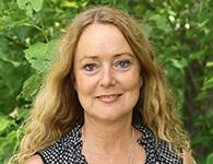 Marianne Lind Enarsson är en orädd och äventyrslysten lärare från Karlstad. Hon har stor erfarenhet av att arbeta med elever med olika diagnoser. Hon kan teckenspråk och vill lära sig nya saker hela tiden. Det är viktigt att inte stagnera i sin utveckling. På sin fritid tycker hon om att odla och att skapa i färg och form. Marianne kommer att arbeta från november till april tillsammans med elever i årskurs 4 till 7.