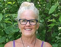 Marie Miertis från Jönköping är en erfaren lärare som gör sitt femte år hos oss på Sanuk. Marie är en legend inom Friskis och Svettis och hon har lovat att bjuda på många goa pass. Många har nog redan träffat på henne nere på Klong Dao i solnedgången. Hon kommer att arbeta november till mars tillsammans med elever i årskurs 3-6.