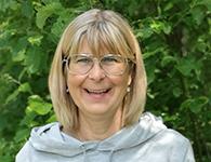 """Birgitta Häggbom Tuveborg är en glad """"Pitetjej"""" som sprider sitt lugn i gruppen. Hon är vår alldeles egna pedagogista som verkligen lyssnar in vad barnen ser i olika skapelser och låter sig inspireras av deras sätt att uttrycka sig. Att utmana sig själv i olika sammanhang är en självklarhet för henne. Birgitta kommer att jobba i förskolan under januari – mars."""