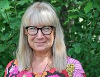 Heidi Rönnberg är en positiv, utåtriktad och kreativ person. Hon arbetar mycket med bild och slöjd som hon även kommer att göra hos oss. Storyline och klassblogg ligger henne varmt om hjärtat. Eftersom hon kommer från Finland blir hon naturligtvis vårt alldeles egna Mumintroll. Heidi ska jobba på grundskolan januari – mars.